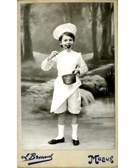 Marguerite Lugol, jeune cuisinère