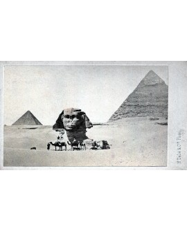 Vue du Sphinx, des pyramides et d'hommes sur des chameaux