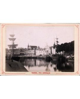 Vue de Vannes et de son port (bateau)