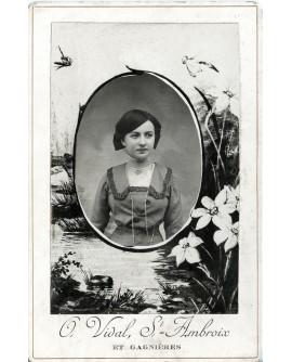Portrait d'une femme sur carte cabinet décorée
