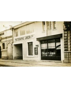 Devanture du magasin du photographe J. Lancon