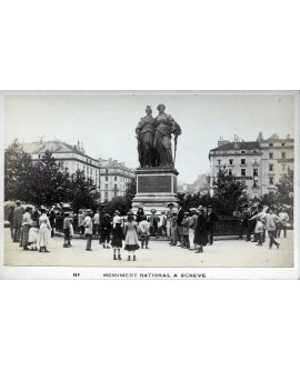 Foule devant le monument national à Genève