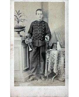 Militaire musicien avec sa trompette