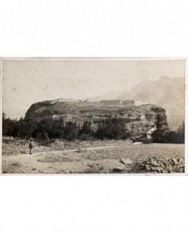 Vue du rocher et du fort de Mont-Dauphin (Hautes-Alpes)