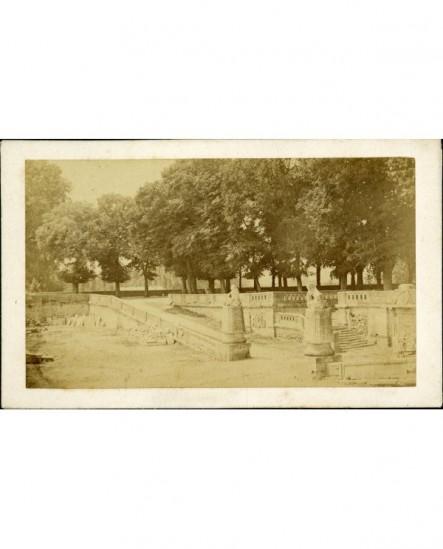 Statues de lions dans un jardin public à Beaune