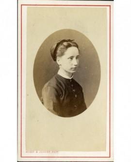 Portrait de trois quarts d'une jeune fille (yeux chassieux)