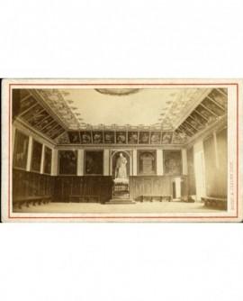 Salle capitulaire de la Grande Chartreuse, ornée de portraits d'abbés