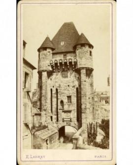 Porte médiévale (de Moret-sur-Loing) dite porte de Paris (XIVè)