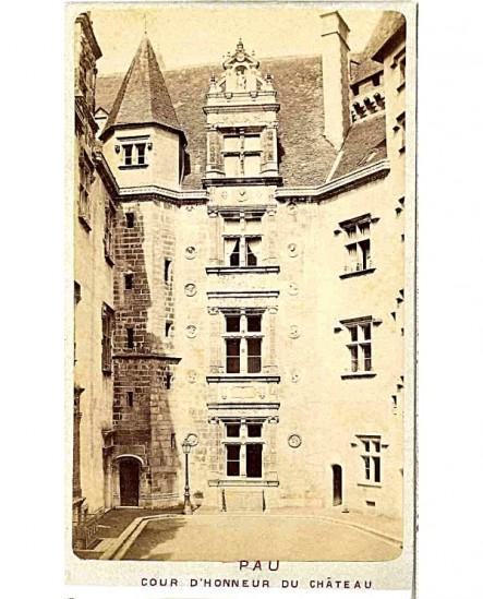Cour d'honneur du château de Pau