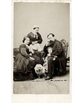 Famille Laresche avec servante et chien. autoportrait