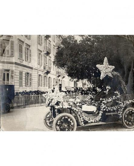 Voiture automobile (Torpédo) fleurie pour carnaval de Nice