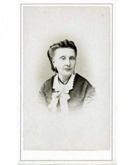 Portrait de femme d'âge mûr. Anaïs Waltefang