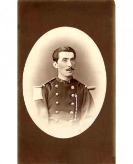 Portrait d'un militaire moustachu du 9è, tête nue