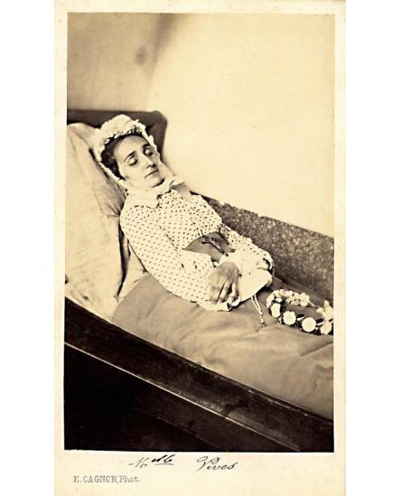 Photographie mortuaire ( Melle Vives)