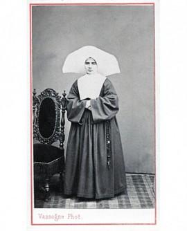 Bonne soeur en cornette. ecclésiastique