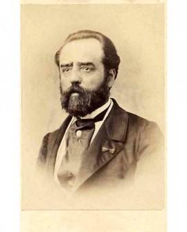 Portrait d'un homme barbu, légion d'honneur à la boutonnière