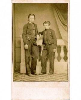 Frères Tornet en uniforme de collégien