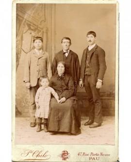 Famille avec trois fils