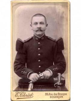 Militaire du 60è RI, tête nue, moustache en pointe