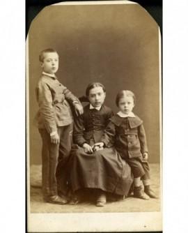 Trois jeunes enfants