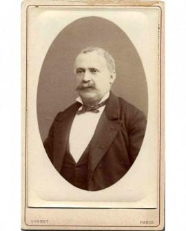 Portrait d'un homme à moustache