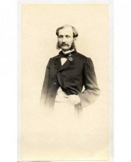 Portrait d'homme à moustache et favoris