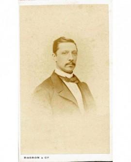 Portrait d\'un homme à moustache. Jules Auguste Guiot