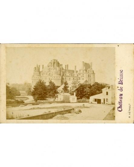 Château de Brissac (vu du NE, en venant d'Angers)