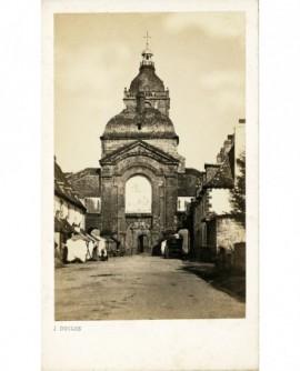 Rue et façade d'une église néo-classique (de Lorient?)