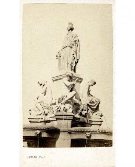 Statue de la fontaine de la place de la Libération par Pradier à Nîmes