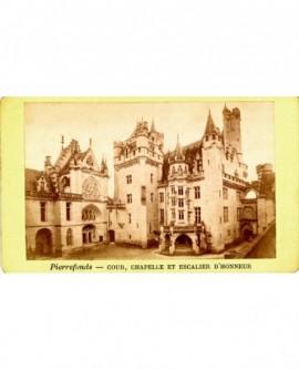 Château de Pierrefonds: cour intérieure