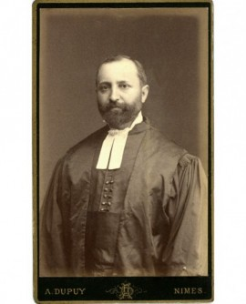 Portrait d'un pasteur (nîmois) en robe avec rabat