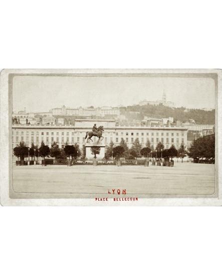 Face ouest de la Place Bellecour.à Lyon