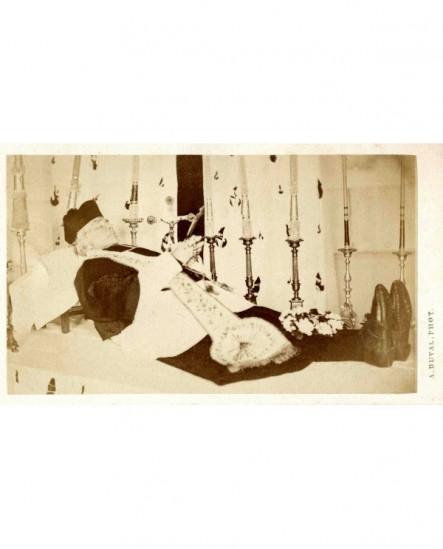 Photographie mortuaire d'un chanoine