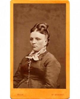 Portrait d\'une femme (visage fermé)