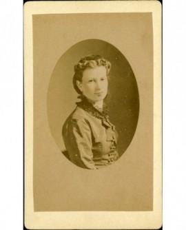 Portrait de jeune femme,
