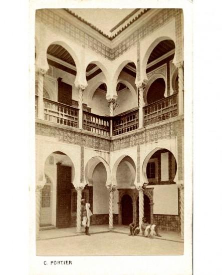 Cour intérieure d'une maison maure à Alger