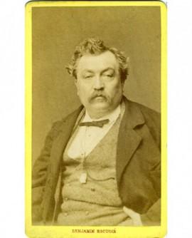 Portrait d'un gros homme à moustache