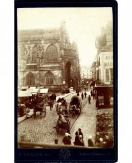 Vue de la rue de la cathédrale à Alençon