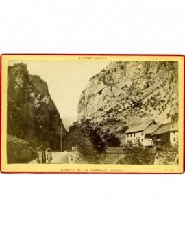 Vues des Alpes: Hameau Chapelue dans vallée du Guil (Queyras)