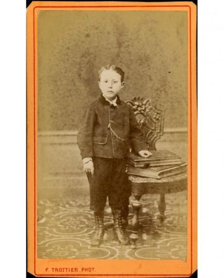 Petit garçon en pied (Gabriel Mory)