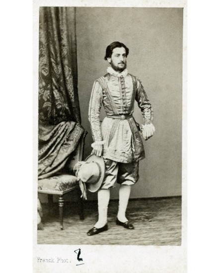 Adolphe d'Eichthal en costume Henri III