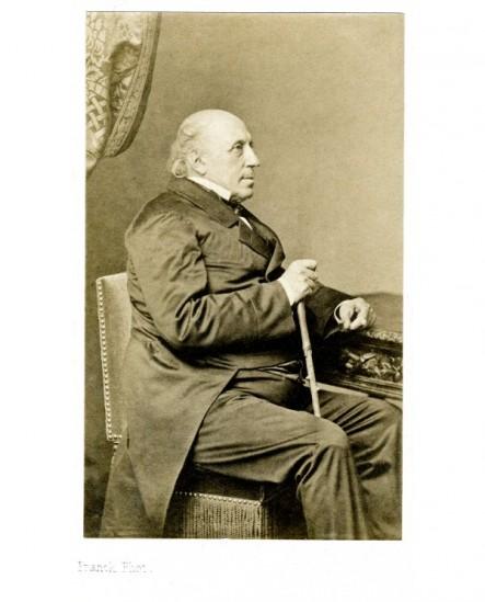 Homme chauve assis de profil ( M. Barthe)