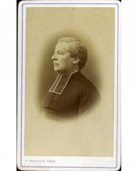 Ecclésiastique de profil