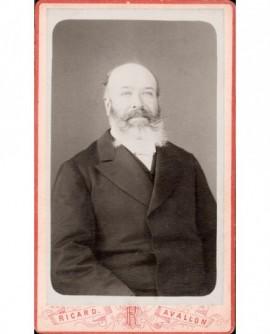 Homme chauve avec barbe poivre et sel (B.Lecomte)