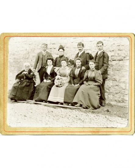 Groupe de 6 femmes et 3 hommes