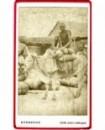 Africain monté sur un zébu avec son chargement